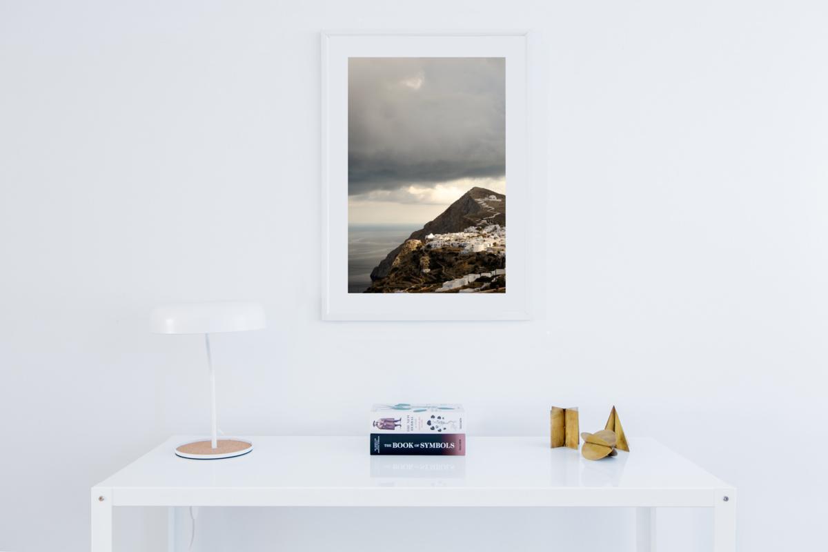 Folegandros-Cyklady-greckie-wakacje-widok-na-Chore-chwila-przed-burza dekoracja wnetrz
