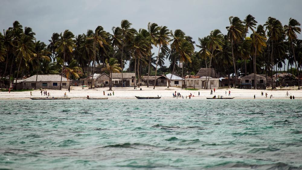 Zanzibar-Afryka-zycie-na-plazy-lodzie-foto-panorama-fotografia-do-biura