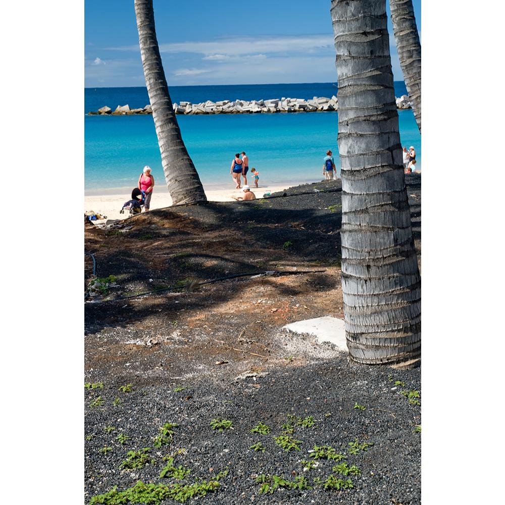 Lanzarote-Playa-Blanca-turkus-morza-zabawy-na-plazy-dzieci-i-palmy